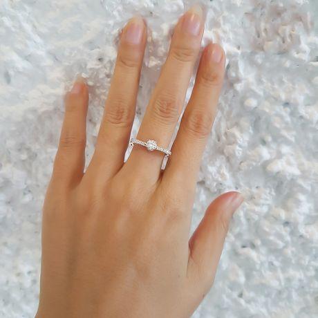 Anello solitario quadrato - Oro bianco 3.90gr - Diamanti 0.480ct
