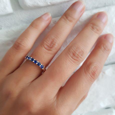 Anello Zaffiri blu - Incastonatura griffe - Oro bianco 18 carati