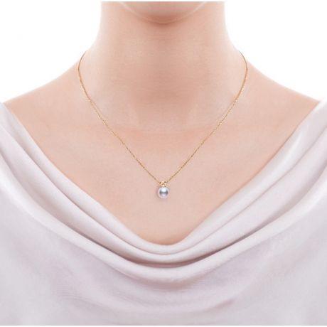 Ciondolo perla Akoya 8/8.5mm. Oro giallo e Zaffiro