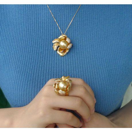 Ciondolo Peonia. Oro Giallo e Perla d'Australia