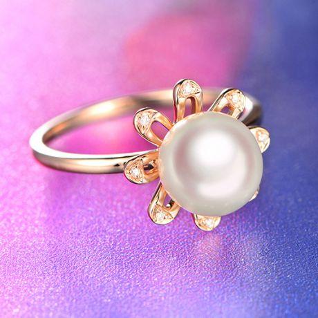 Anello fiore delle nevi. Oro rosa, petali di diamanti