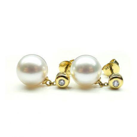 Orecchini in perle di coltura bianche. Disco d'oro giallo e catenella
