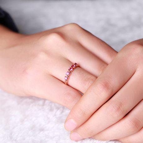 Anello in oro rosa - 5 rubini mezzo carato