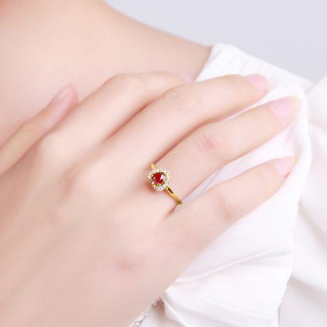 Anello in oro giallo - Rubino taglio cuore e diamanti