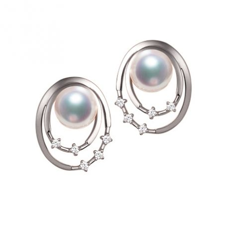 Orecchini perle Akoya bianche. Oro bianco, diamanti. Motivo