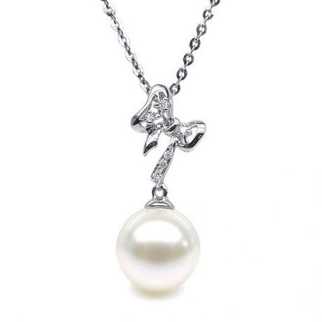 Ciondolo a forma di fiocco - Oro bianco, diamanti, perla bianca